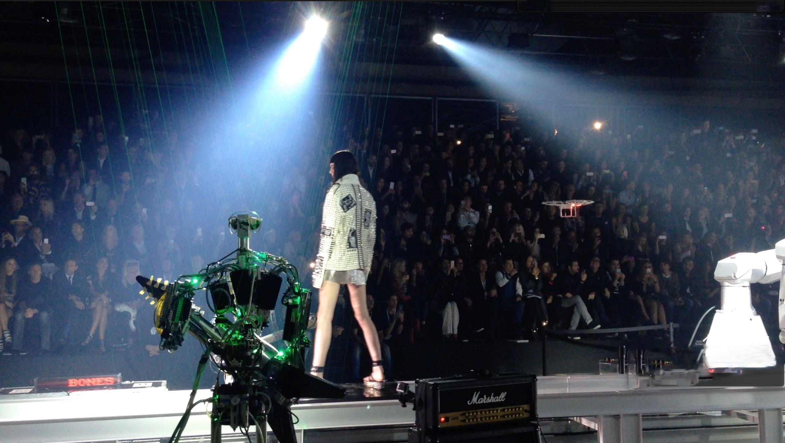 robot sfilata